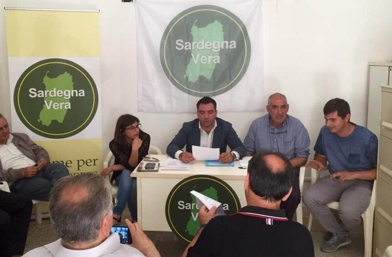 Michele Azara assieme ai coordinatori di Sardegna Vera a Porto Torres