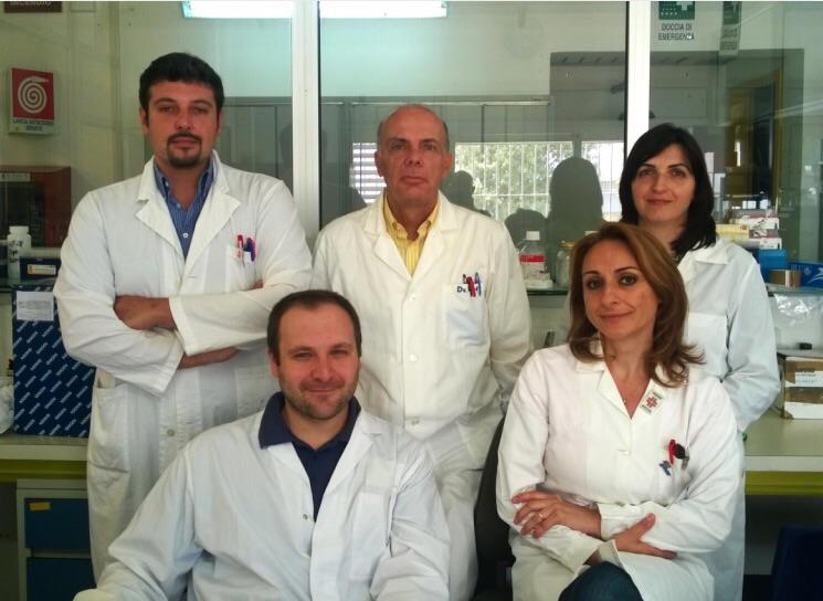 Cadmium Symposium gruppo di ricerca di Sassari, in piedi Cristiano Farace, Roberto Madeddu, Angela Peruzzu, seduti, Riccardo Oggiano e Yolande Asara