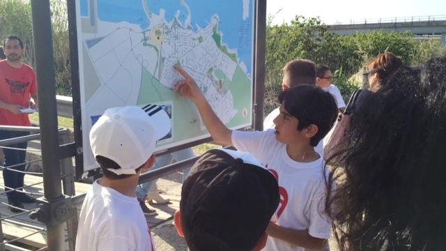Uno studente illustra il Ponte Romano